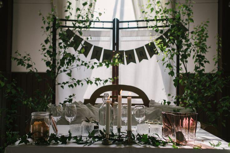 vintage wedding thrift wedding table setting  Julia Lillqvist | Jonna and Hutan | Finsk-Indiskt bröllop i Jakobstad | http://julialillqvist.com