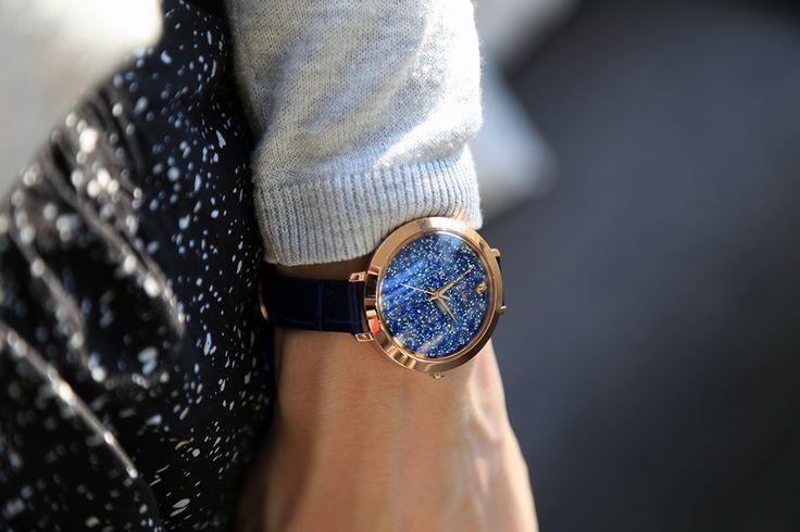Bracelet en cuir bleu et cadran de cristaux Swarovski, voici la montre Cristal de Pierre Lannier