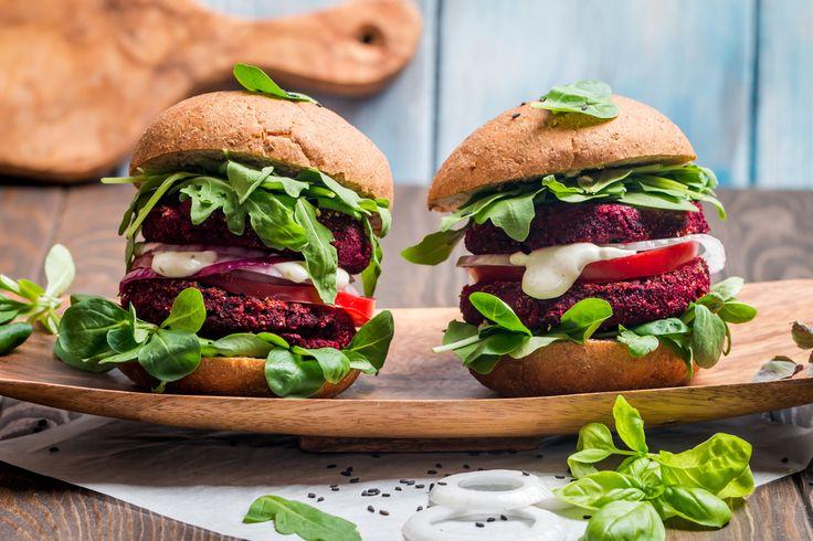 Burger di barbabietola, la ricetta di un'ottima alternativa al classico hamburger