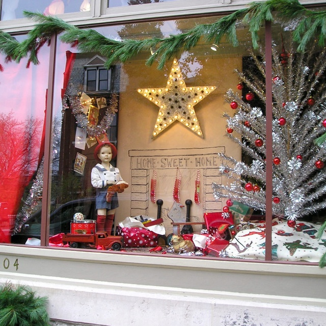 Christmas Decoration Stores: 124 Best Images About Christmas Store Windows On Pinterest