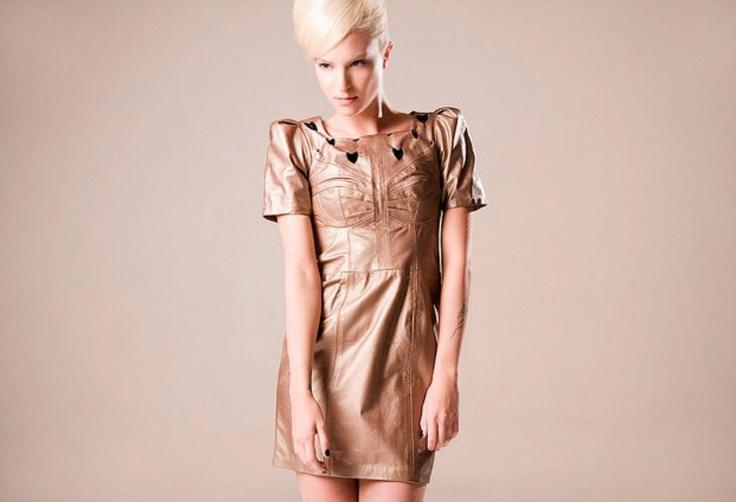 Handmade national leather clothes./Prenda de cuero nacional hecha a mano.