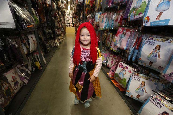 Consejos de seguridad para el Día de las Brujas: disfraces, dulces, lentes decolores