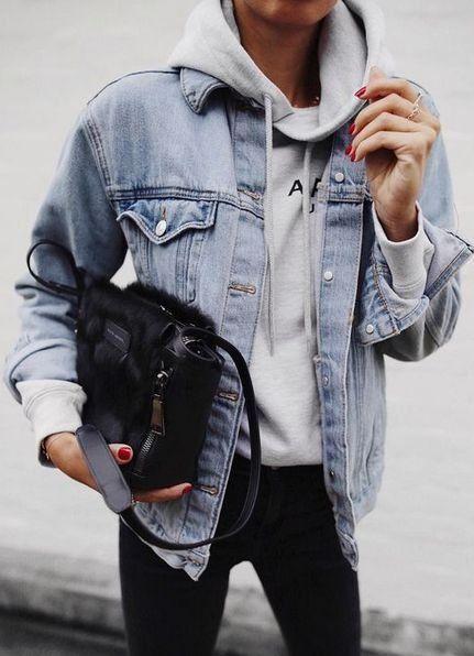 Jeansjacke | Hoodie | schwarze Tasche | Herbst / Winter | Inspiration | Mehr zu Fashionchick