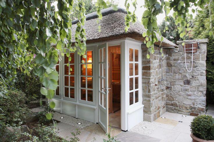 Wellnessbereich & Poolbau - Saunahaus im Garten