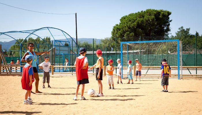 Du sport pour tous les âges au Camping Club Le Littoral http://bougerenfamille.com/camping-argeles-en-famille/