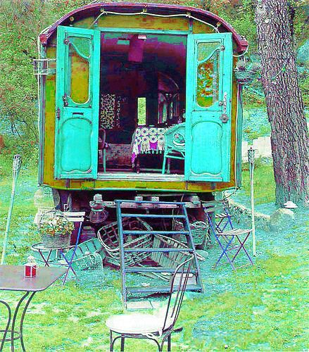 Gypsy Wagon at http://www.flickr.com/photos/gipsybazar/4789115725/in/set-72157594304254712/ Photo by eclectic gipsyland #gypsy #wagon