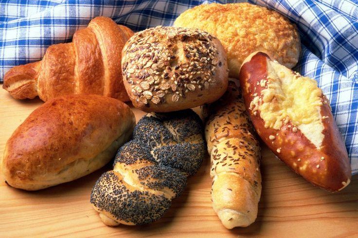 Ze słodkim makiem, czy ziarnami? Lubicie pieczywo obsypane dodatkami, czy wręcz odwrotnie? :) #finuu #finuupl #Pieczywo #chleb #przepis #bread #breakfast #przepisy #inspiracje #sniadanie