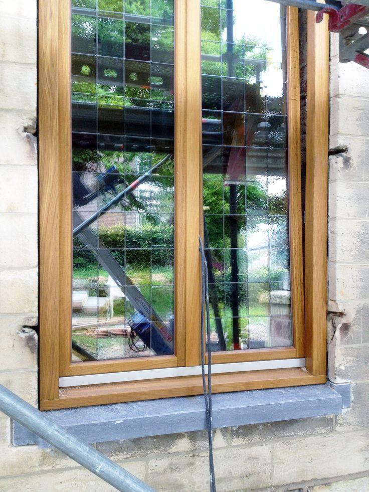 Uitvoering,   Het glas is geplaatst, in bepaalde kozijnen is het glas-in-lood teruggekomen.  meer projecten: http://www.denieuwecontext.nl/ #mergel #huis #renovatie #verbouwing #bergenterblijt #bouwen #limburg #monument #schuur #aanbouw #hout #gevel #interieur #vide #exterieur #modern #eiken #kozijnen #lariks