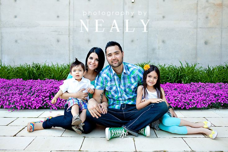 great outfits and colors for family pictures!