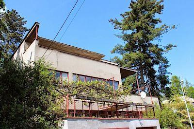 Vila Bělehrádek - Dům od architekta Františka Kerharta pro MUDr. Jana Bělehrádka byl dokončen jako poslední z celé osady v roce 1936.