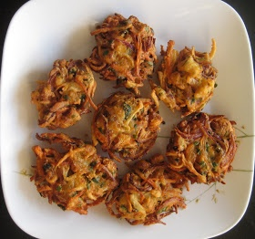 Tanish Kitchen: How to make Crispy Vegetable Pakora - Recipe for Crispy Vegetable Indian Pakora, Crispy South-Indian Vegetable Pakoda