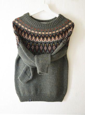 Ce pull est inspiré de la lopapeysa - style traditionnel de pull-over islandais, caractérisée par un design décoratif avec un large cercle jacquard autour de l'encolure.  * * - 19213055