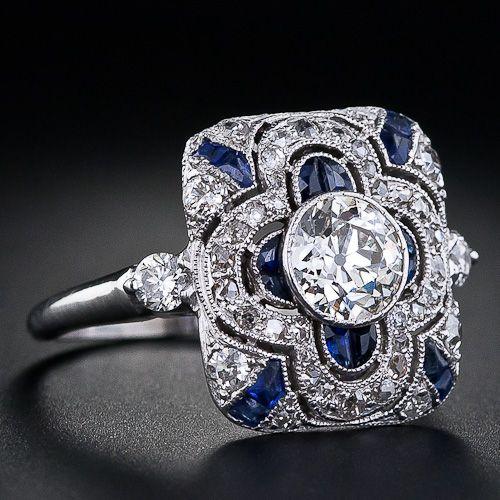 Anillo de diamantes de art deco en  platino y  zafiros sintéticos.