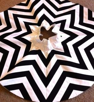 DIY chevron Christmas tree skirt- i don't wanna DIY this, can someone just please make this and drop it by my house? thanks...oh and in gray!