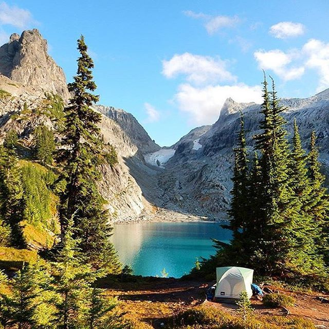 Camping in the Alpine Lakes Wilderness #washington  Photo: @ziptiecloud  #wildernessculture