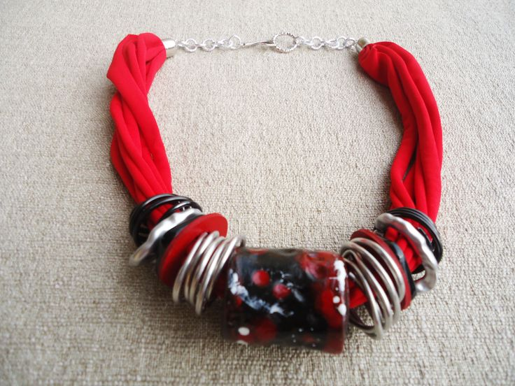 collana artigianale argilla e lycra - rosso, nero e argento