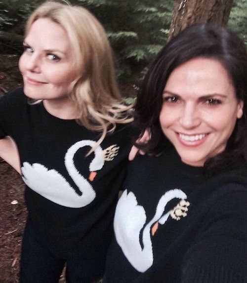 Once Upon a Time's Jennifer Morrison and Lana Parrilla in Swan Queen sweaters, from Lana's twitter feed