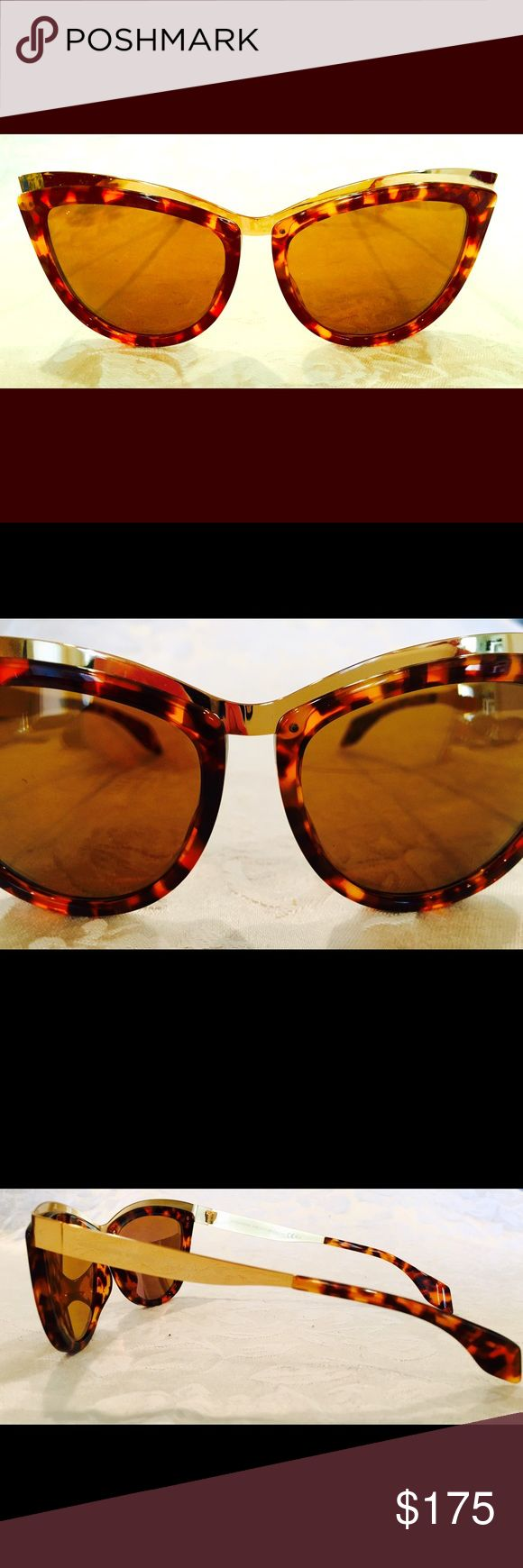 Alexander McQueen women's sunglasses...NEW!!! Tortoiseshell and bright gold hardware frames and arms. Very unique pair of cat-eye style Alexander McQueen sunglasses. High fashion and perfectly dramatic shades.💃🏻 Alexander McQueen Accessories Sunglasses