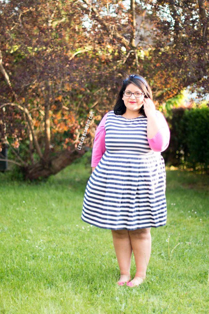 Pembe önlük elbise