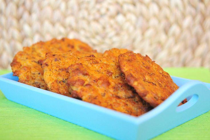 Notenbroodjes van sojameel. Heerlijk om zonder beleg te eten, maar ook erg lekker met een salade of plakje kaas. Sojabroodjes zijn in een afgesloten trommel een paar dagen houdbaar.