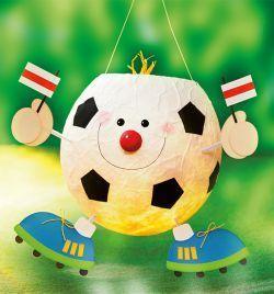 Bunte Laternen für Jungen - tolle Bastelidee für deinen nächsten Kindergeburtstag unter dem Motto Fußball