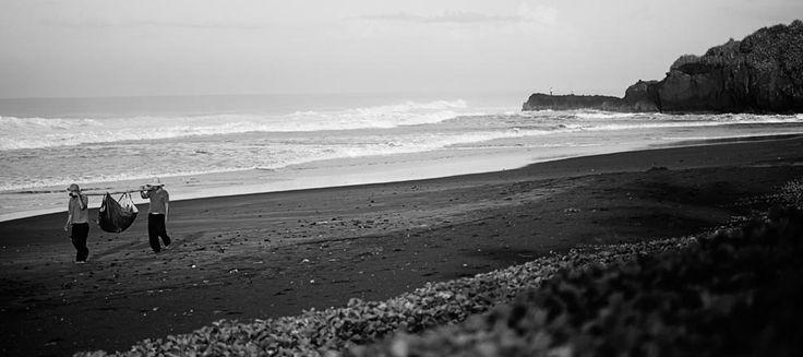 The sparkling black sand beaches at Alila Villas Soori.