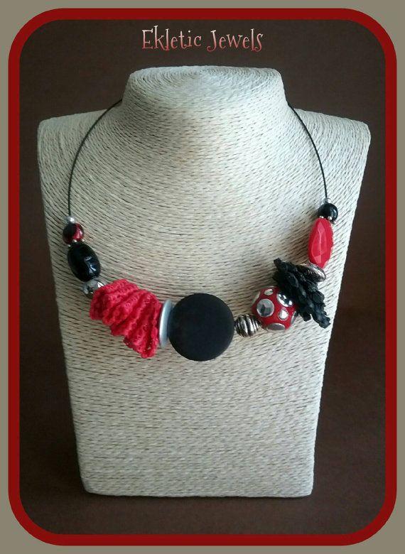 Guarda questo articolo nel mio negozio Etsy https://www.etsy.com/listing/387267976/handmade-necklace-black-and-red