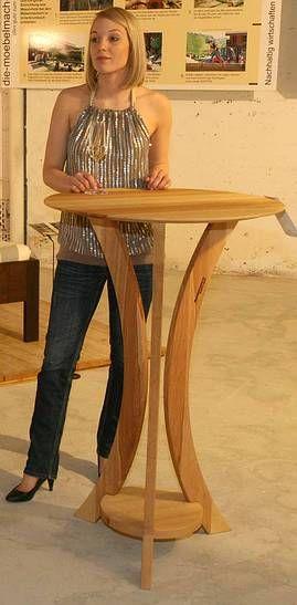Der perfekte Stehtisch aus dem Holz der Region. Zerlegbar und ab 400 Euro habbar.