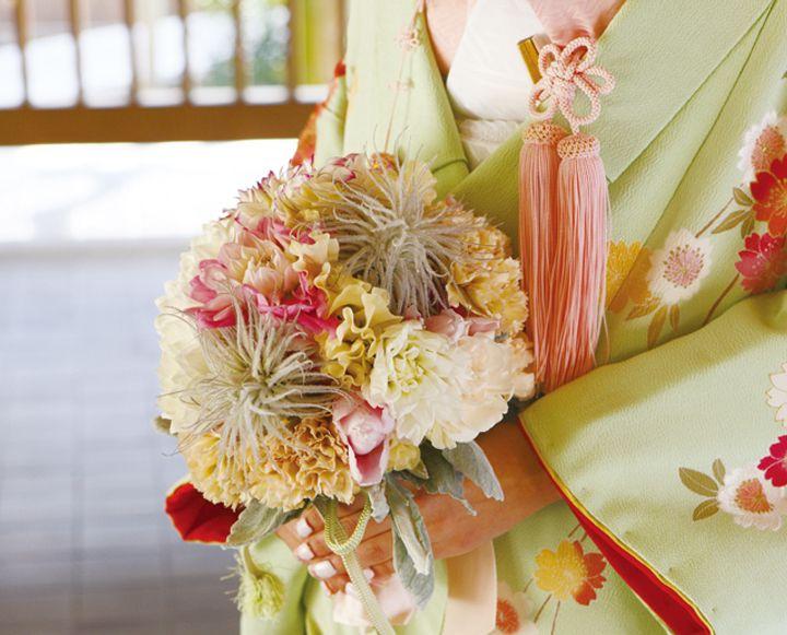 和花を少し加え和風テイストの仕上がりに