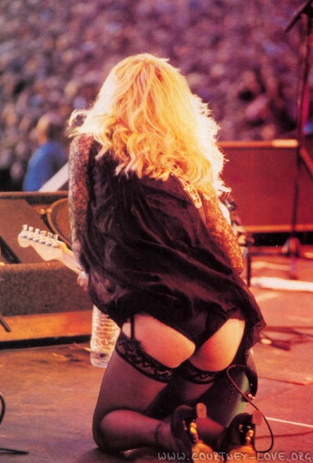 I was at this one (age 14) ... It wasn't long after Kurt died and she was a fabulous disaster (as usual) ;) Courtney Love, Hole ~ Reading 1995