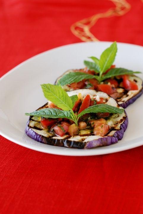 Баклажаны-гриль с помидорами и мятой/Melanzane grigliate con pomodori e menta | Элла Мартино Рецепты Кулинарные туры Итальянская кухня