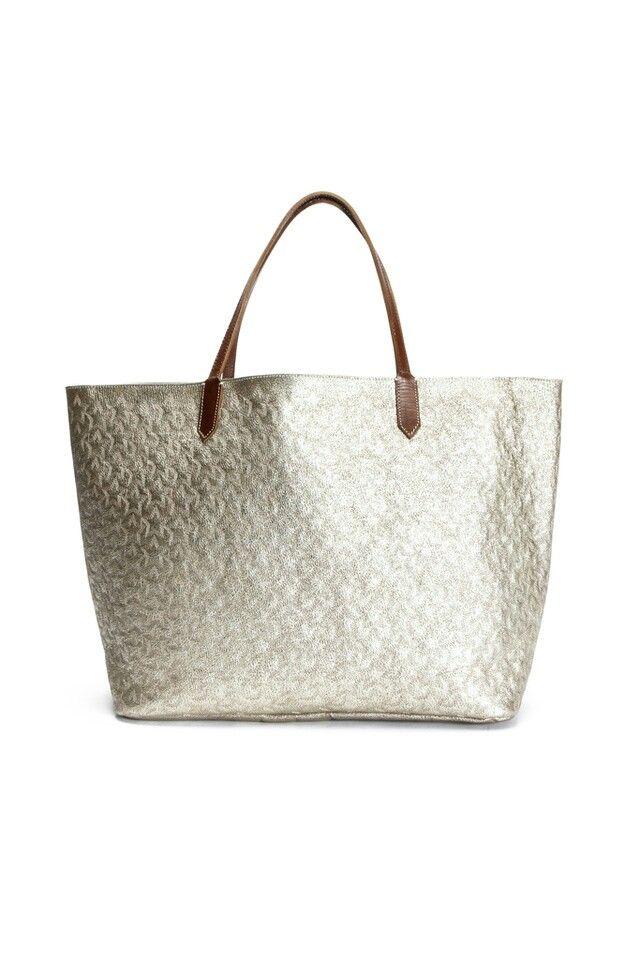 bello... muy a la moda... bolso plateado. #bolso #plateado #verano