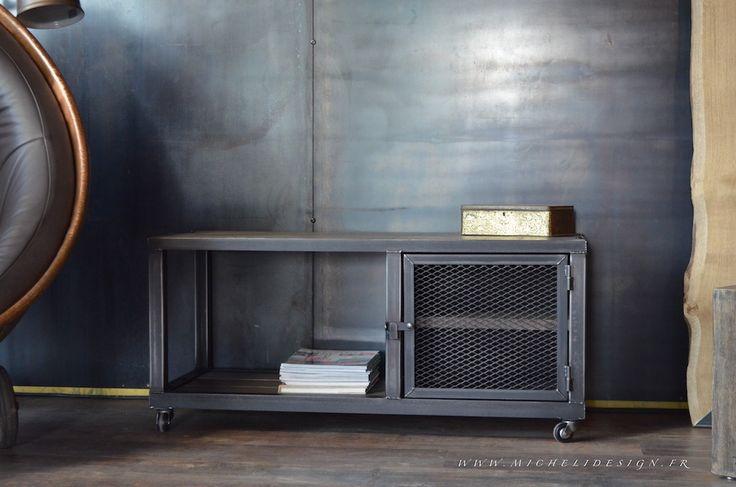 Meuble tv bois grisé et porte grillagée. MICHELI Design - Créateur et fabricant de meubles sur mesure. www.michelidesign.fr