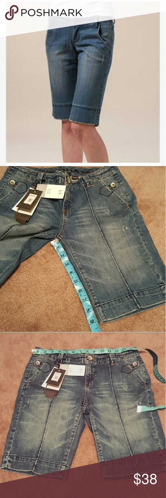 Armani Exchange Knee Lenght Shorts Brand new never been worn Armani Exchange Shorts