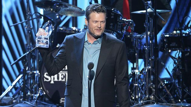 Blake Shelton wins People's Choice for Favorite Male Country Singer and Favorite Album
