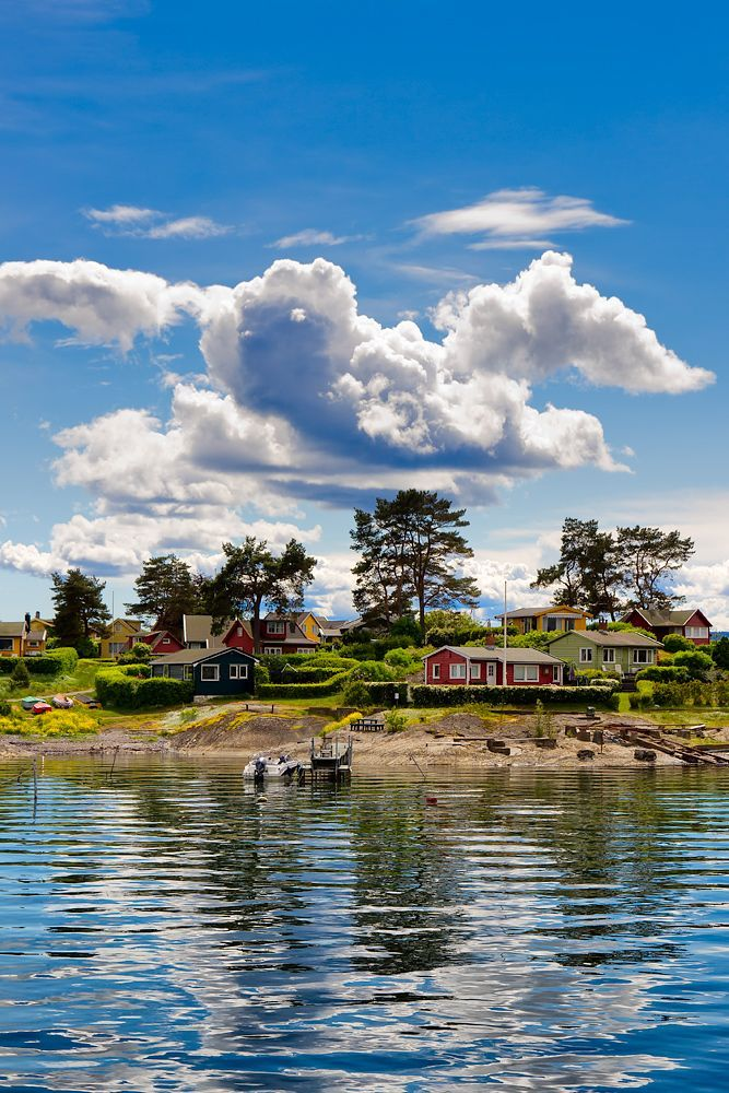 Lindoya near Oslo , Norway ….Stay cheap and comfortable in Oslo: www.airbnb.com/rooms/1036219?guests=2&s=ja99 and https://www.airbnb.com/rooms/6808361