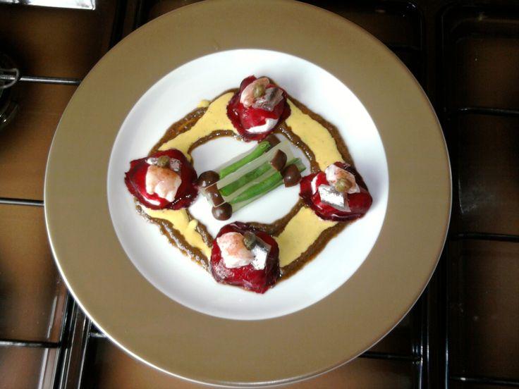 JHS /  Ravioli di barbabietola e ricotta,capperi acciughe e gambero crudo al limone,tapenade di olive e salsa tartara Gino D'Aquino
