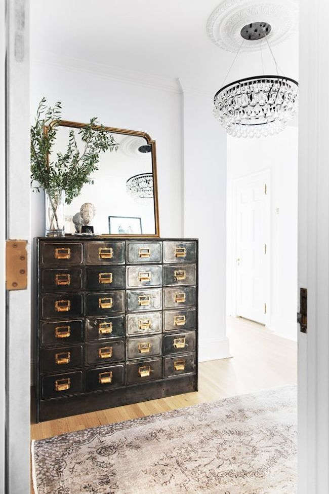 What a stunning entryway set up The pop