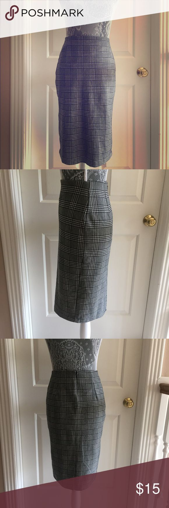 Mango houndstooth skirt Purchased in Spain. New without tags. Back zipper closure. Lined and has some stretch to it Mango Skirts Midi