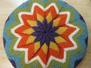 PInwheel Pillow :: Crochet Pillow Pattern