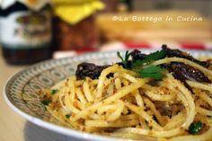 Pasta mollica e acciughe con pomodori secchi | Videoricetta
