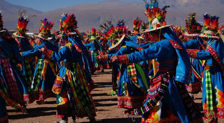 Chilijczycy nie tylko grają i śpiewają, ale tażkę świetnie tańczą. We wrześniu, by uczcić rozpoczynającą się wiosnę na ulicach miasta możemy podziwiać taniec narodowy Chile cueca, który przypomina taniec godowy koguta i kury  * * * * * * www.polskieradio.pl YOU TUBE www.youtube.com/user/polskieradiopl FACEBOOK www.facebook.com/polskieradiopl?ref=hl INSTAGRAM www.instagram.com/polskieradio