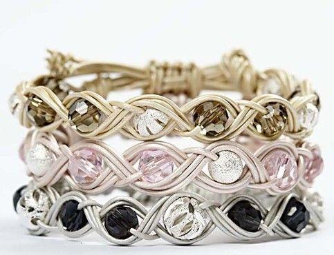 11082 Gevlochten armband met kralen