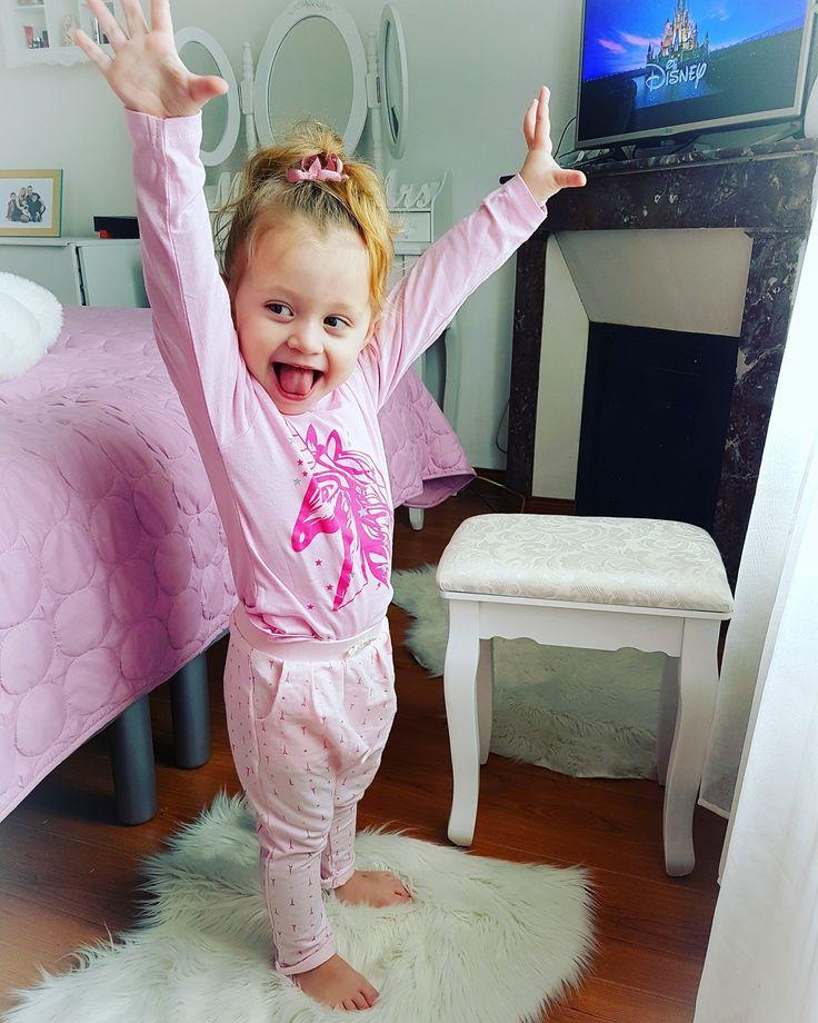 Youpi c'est mercredi ! Tiffany porte un #Tshirt #licorne #babou à 2€50 & un #pantalon à 5€50 MèrePasParfaiteEtAlors?