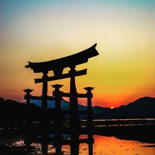 The week is almost over. Wish you all a wonderful weekend! // A hétnek mindjárt vége. Mindenkinek nagyon szép hétvégét kívánunk! #szegedbudokan #martialarts #academy #szeged #budokan #harcművészet #japan #japanese #art #sunset #torii #gate #shinto #miyajima #island #mylife #lovewhatyoudo #hiroshima #travel