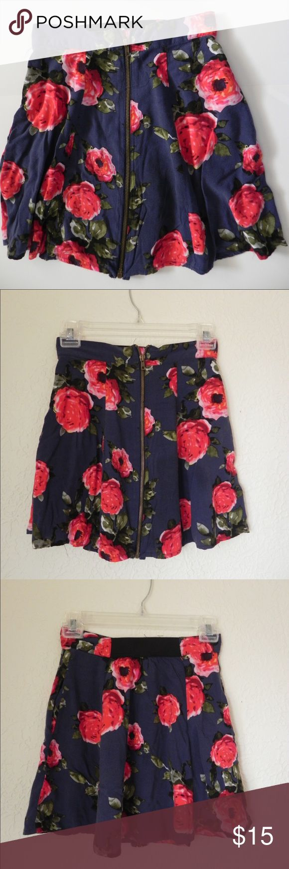Grey Floral Zip Up Skirt Size S - Pins & Needles from Urban Outfitter - zipper in front and elastic waist band Pins & Needles Skirts Mini
