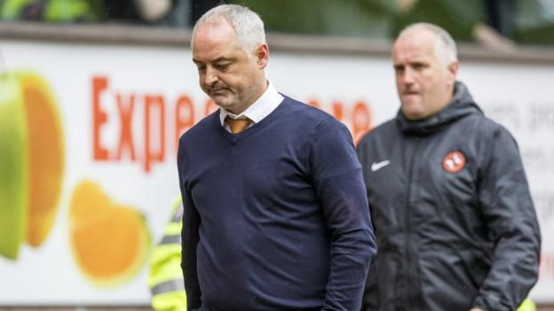 """Ray McKinnon: Dundee United manager leaves post with immediate effect  