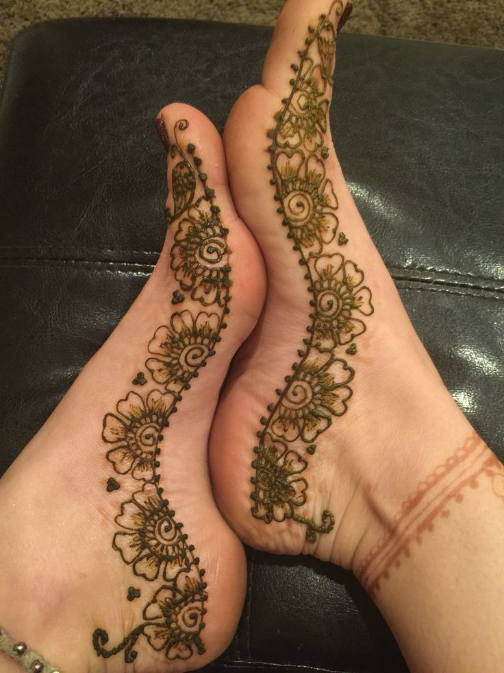 Foot Mendhi by Shannon Volpe of Foxy Henna