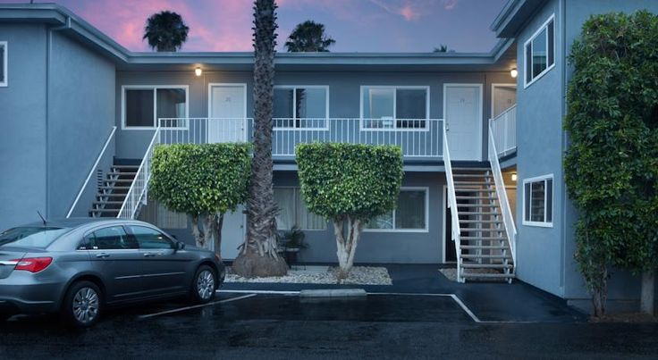 £99 Just 7 blocks from the beach, this Santa Monica motel offers free Wi-Fi. Santa Monica College and the famous Third Street Promenade are located nearby.