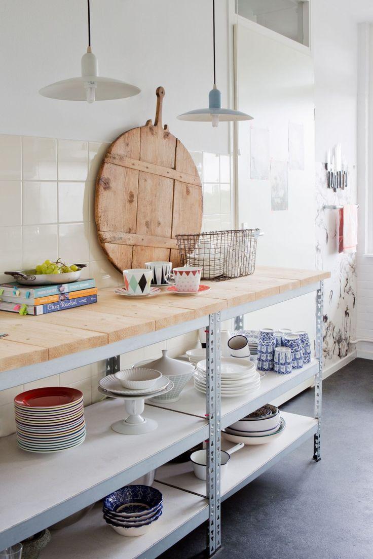 Misschien leuk voor onder bovenkastjes keuken. Vond er mooi uitzien met toevoeging van houten bovenblad.